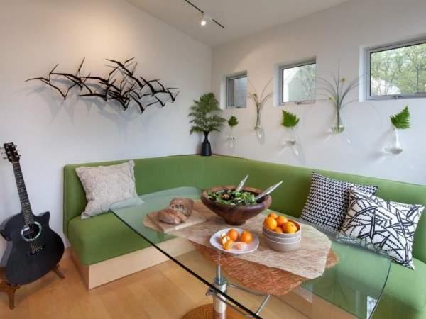 удобный зеленый угловой диван на кухню