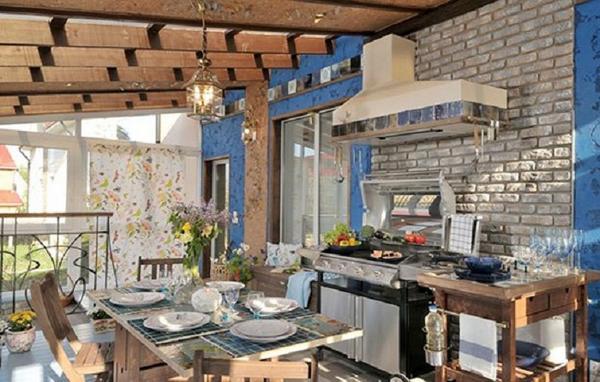 Фото 5: Закрытая летняя кухня с верандой