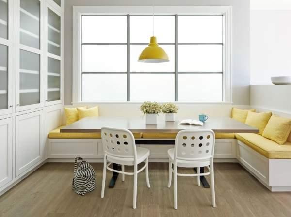 желтый угловой диван на кухню