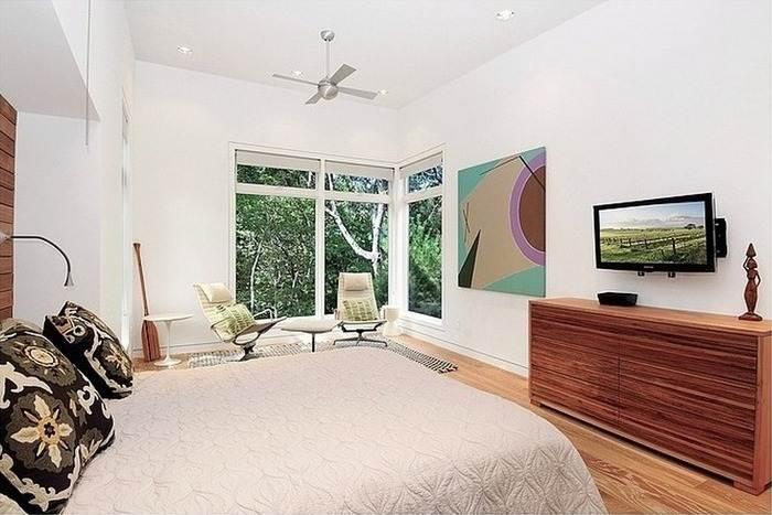дизайн интерьера спальни с угловым окном фото
