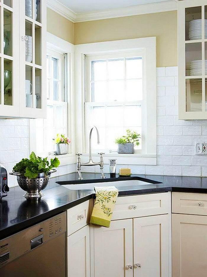 дизайн кухни с угловым окном фото