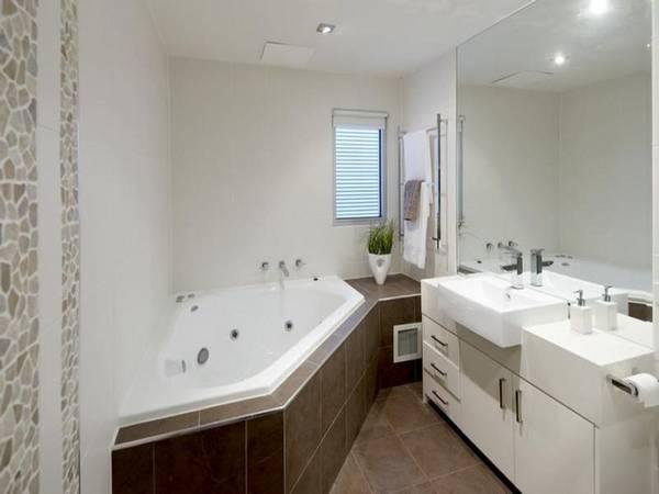 Окно в ванной комнате, фото 9