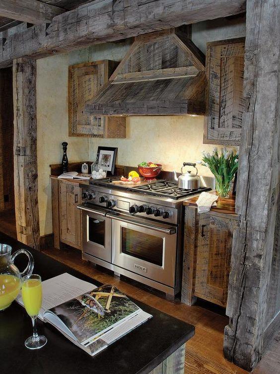 Кухня из дерева в серых тонах