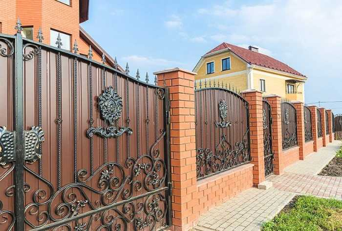 красивые заборы для частных домов фото