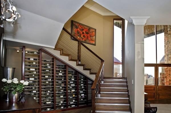 шкафы под лестницей в доме, фото 13