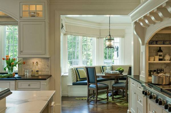 кухня с эркером в частном доме, фото 23