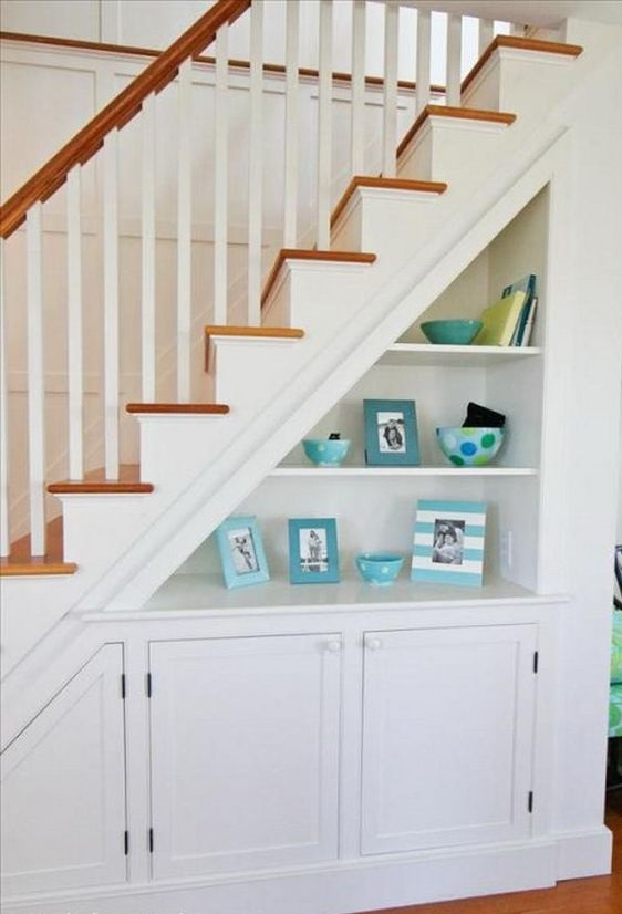 Шкаф под лестницей в частном доме фото 1