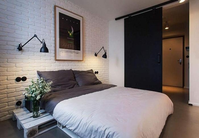 Белая кирпичная стена в интерьере спальни, фото 37