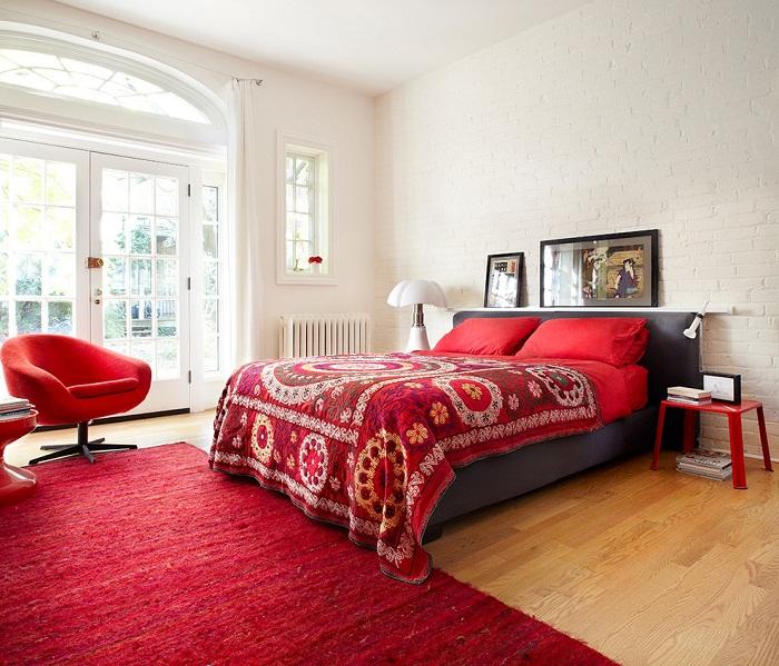 Белая кирпичная стена в интерьере спальни, фото 39