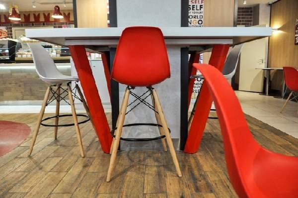 дизайнерские стулья Eames в интерьере, фото 20
