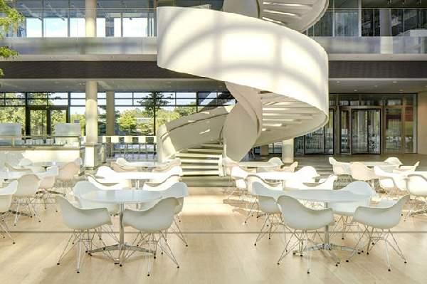 дизайнерские стулья Eames в интерьере, фото 1