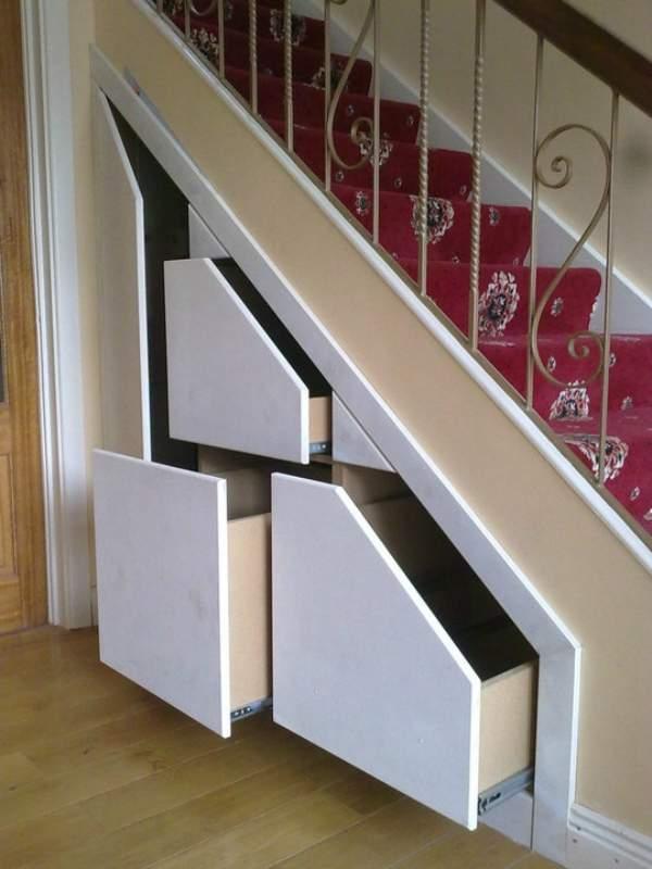 как сделать шкаф под лестницей, фото 37