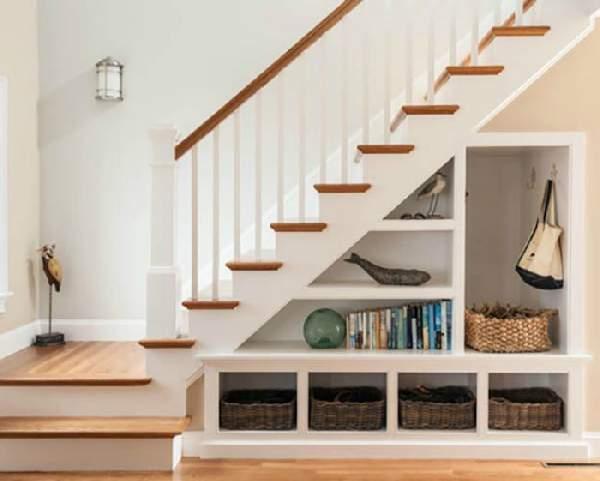 шкафы под лестницей в доме, фото 9