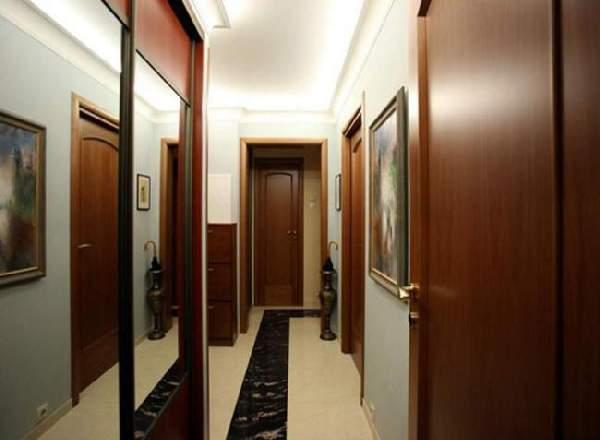 прихожая в узкий коридор со шкафом купе, фото 20