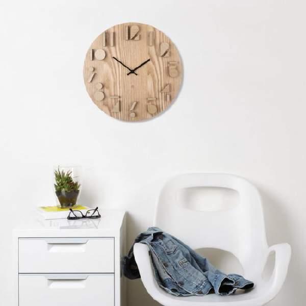 Настенные часы в интерьере смотрятся отлично, смотрите фото