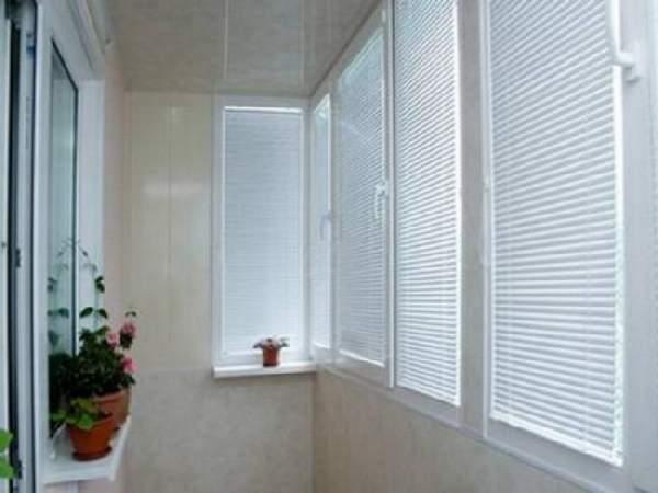 горизонтальные жалюзи на балкон, фото 28
