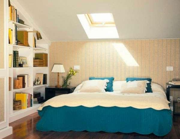 интерьер спальни в мансарде, фото 44