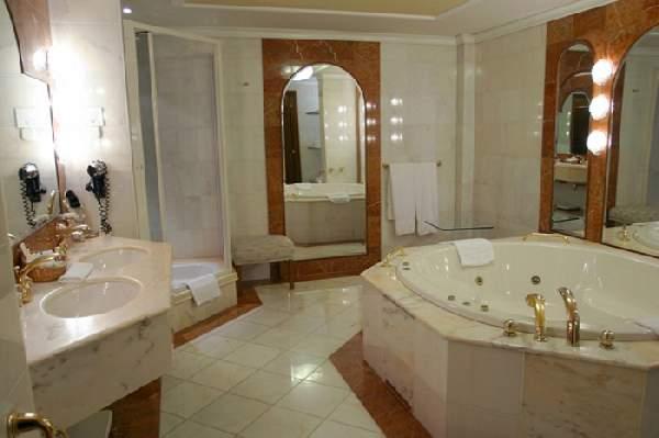 дизайн большой ванной комнаты совмещенной с туалетом, фото 41