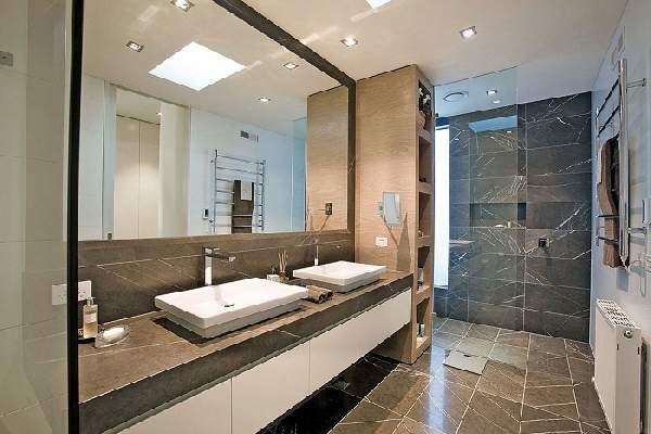 дизайн ванной комнаты с большим зеркалом, фото 37