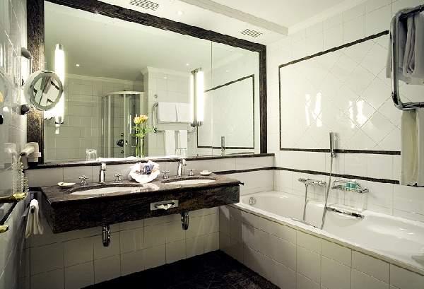 дизайн ванной комнаты с большим зеркалом, фото 38