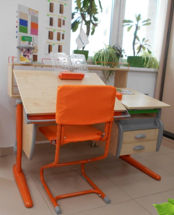 красивый раскладной детский стол