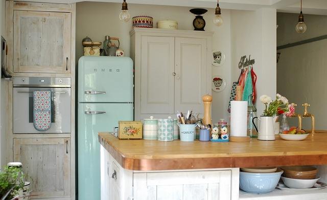 винтажный холодильник в стиле прованс