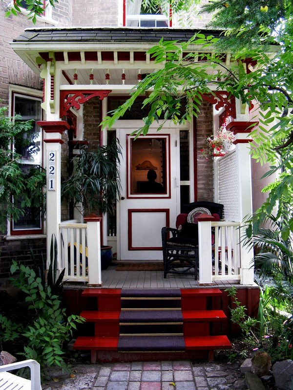дизайн крыльца деревянного дома фото