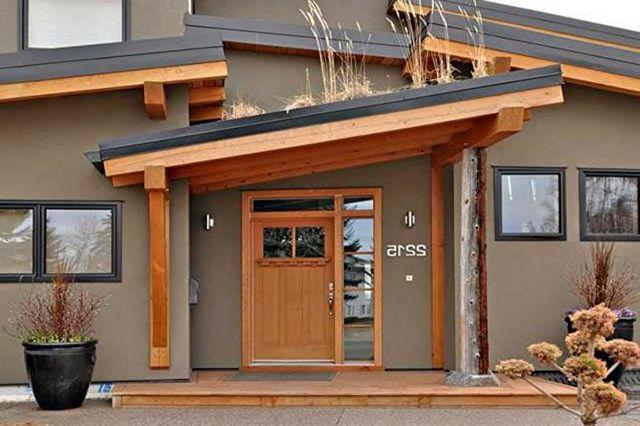 дизайн крыльца дома из дерева
