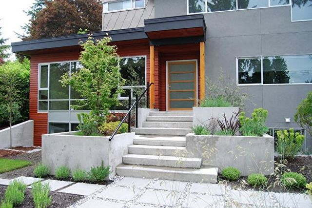 красивое крыльцо дома из бетона