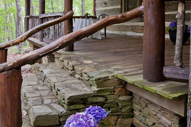 красивое крыльцо дома из камня фото
