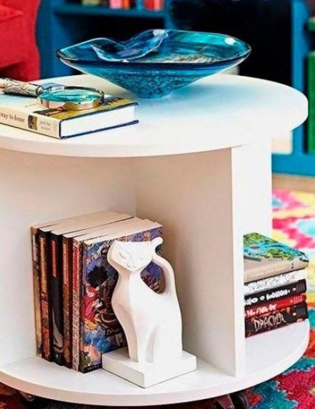 Круглый журнальный стол из фанеры, фото