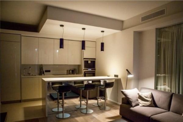 потолок на кухне гостиной в стиле минимализм