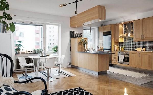 цвет натурального дерева в дизайне гостиной объединённой с кухней