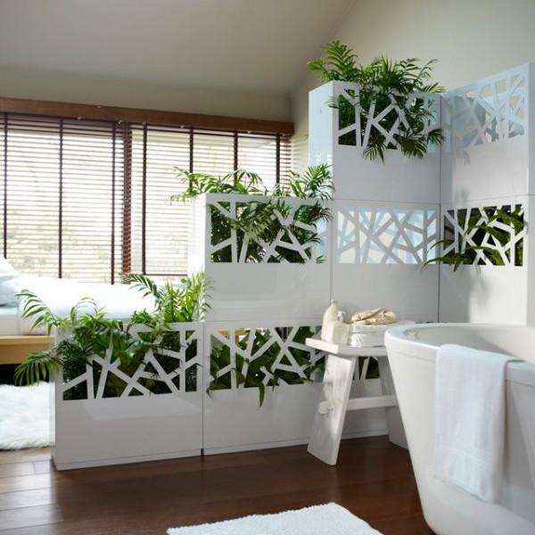 интересный дизайн ванной с живыми цветами