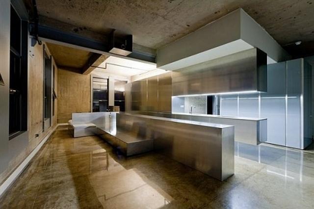 кухня с элементами металла
