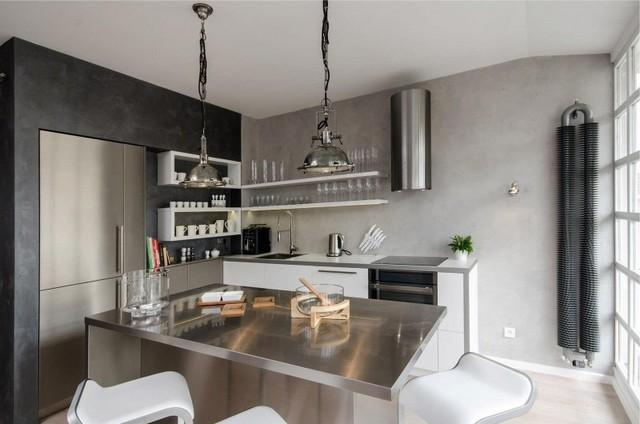 металлическая кухня в стиле хай-тек