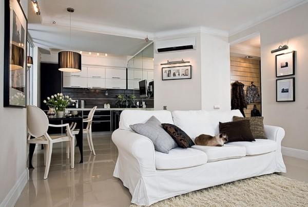 модный интерьер с объемной колонной в гостиной объеинённой с кухней