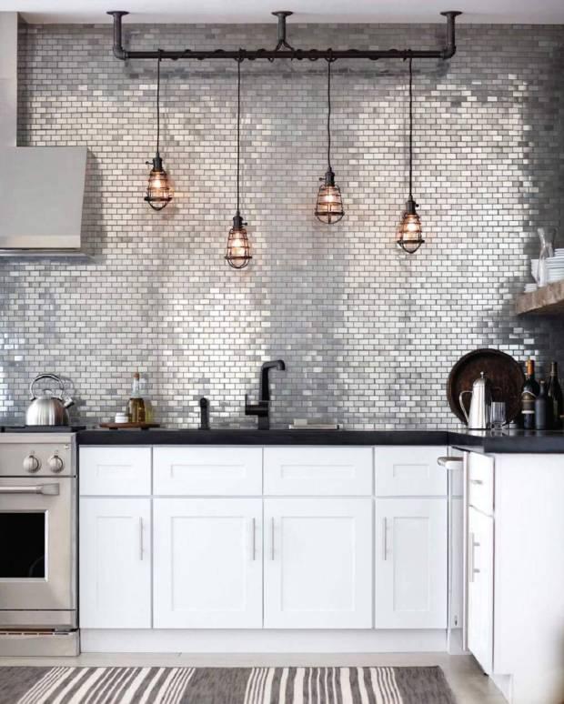 стальная плитка на кухне