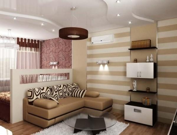 дизайн гостиной студии с глянцевым потолком где мало света