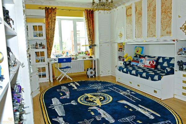 интерьер детской с ковром на полу морская тематика