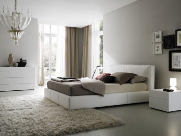 ковёр пепельного цвета на полу в уютной спальне