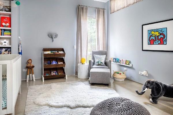микс лофта и скандинавского стиля в дизайне детской сс ковром на полу