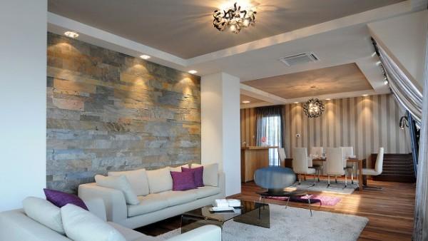 многоуровневое освещение в современной гостиной где мало солнечного света