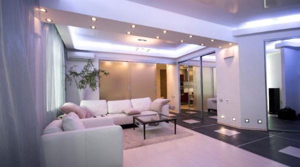 неоновая подсветка в современной гостиной где мало солнечного света