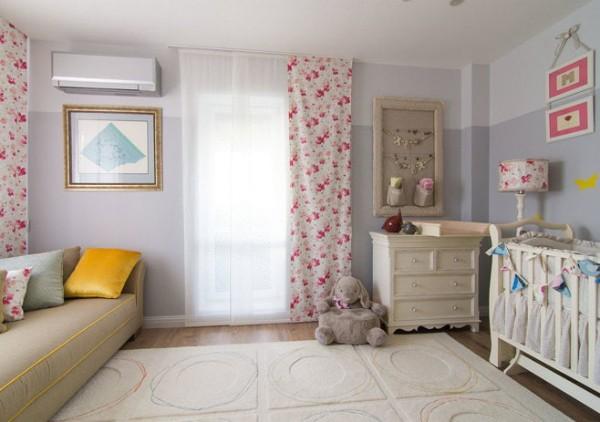 симпатичный ковёр на полу в дизайне детской комнаты