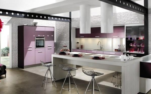 белый и бледно-сиреневый цвет фасада кухни