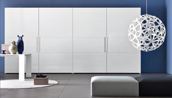 белый минималистический шкаф купе в гостиную