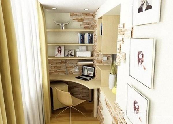 бежевый дизайн рабочего кабинета в дизайне маленького балкона
