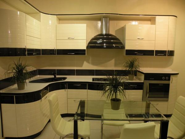 чёрно белая модель углового кухонного гарнитура для маленькой кухни