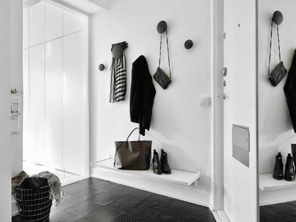 чёрно-белый дизайн коридора в квартире